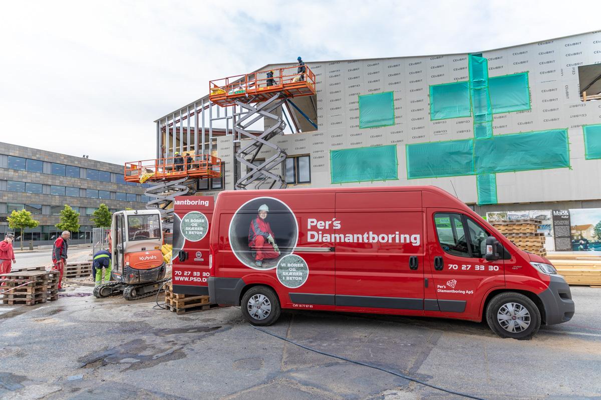 Billede fra en arbejdsplads hvor Pers Diamantboring er i gang med at arbejde.