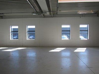 En tomt lokale efter væggene er blevet diamantskåret.